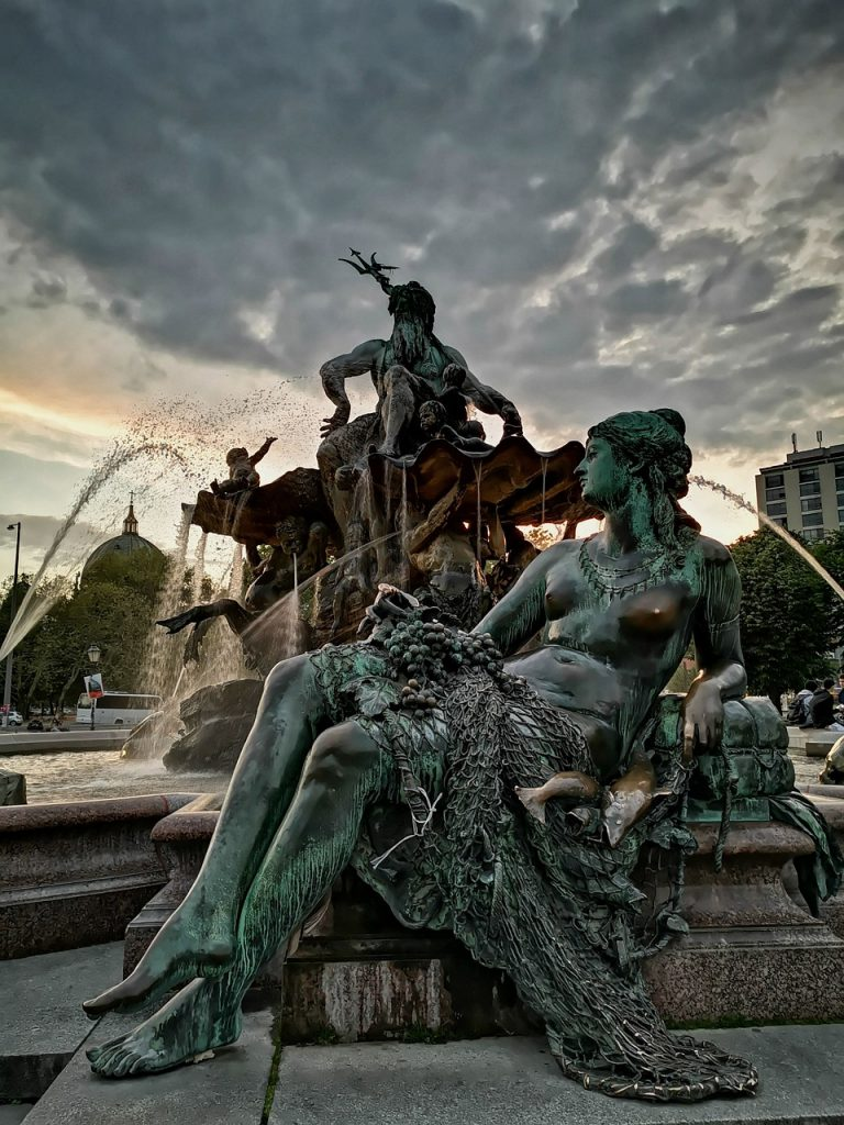 neptunbrunnen, berlin, mystical