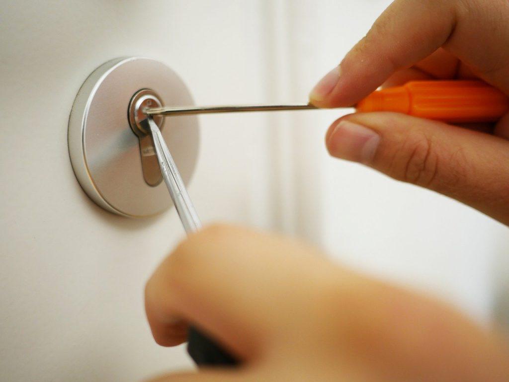 key service, open the door, open